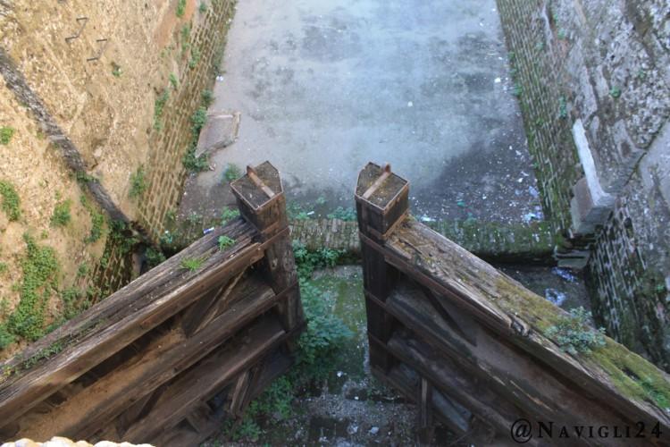 Le porte di legno che servivano a chiudere la conca.