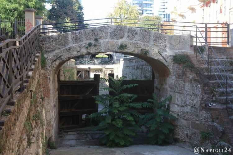 Risale al 1776 ed è il più antico ponte sul Naviglio che Milano abbia.