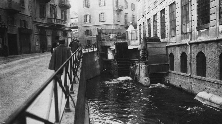 Tre mulini, un ponte e l'acqua: com'era via Molino delle Armi