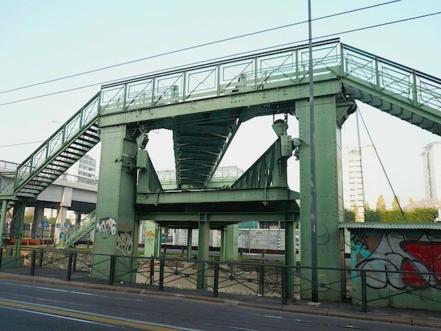 Il ponte mobile Richard Ginori, scavalcare il Naviglio con classe