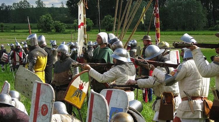 Trecentesca a Morimondo, dame e cavalieri pronti per la battaglia