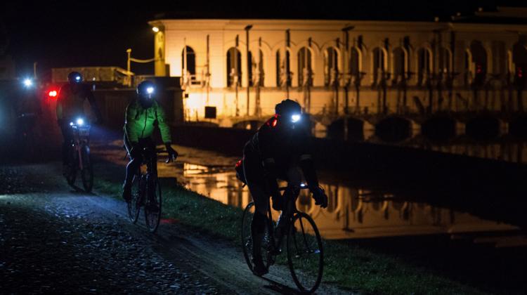 Bike Night Milano 2017, pedalata stellare lungo il Naviglio Grande fino al Lago Maggiore
